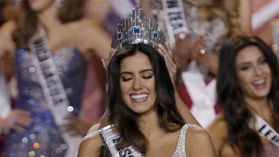 Novou Miss Universe Paulinu Vegu z Kolumbie zdobí diamantová korunka z Česka.