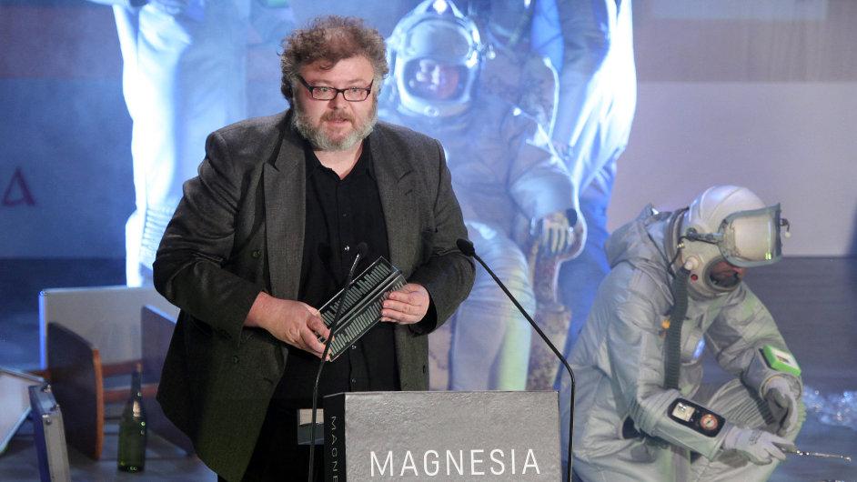 Spisovatel Petr Stančík při přebírání ceny Magnesia Litera.
