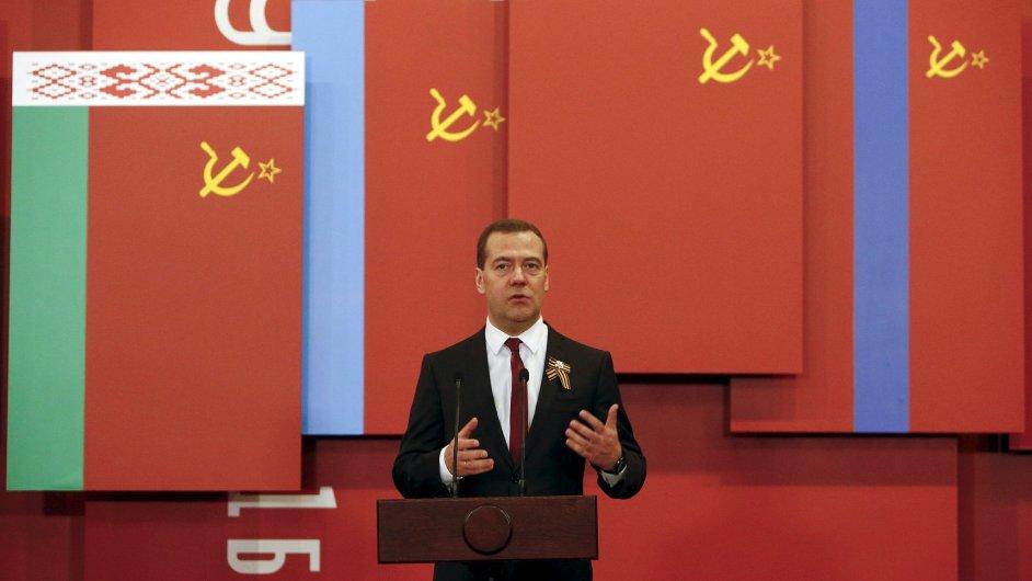 Pokud Ukrajina nebude platit dluhy, budeme tvrdí, řekl Medveděv.