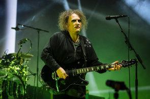 Britská kapela The Cure je stále populární, na její pátý koncert v Česku přišlo 14 tisíc lidí