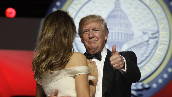 Dekret se týká vízového programu H-1B, který se Trump v kampani zavázal ukončit.