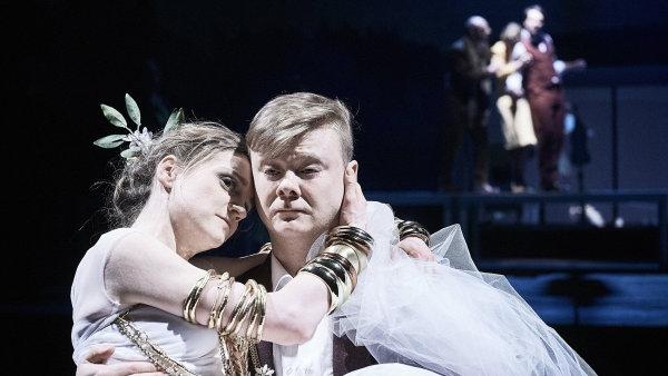 Snímek ze zkoušky hry Krvavá svatba.