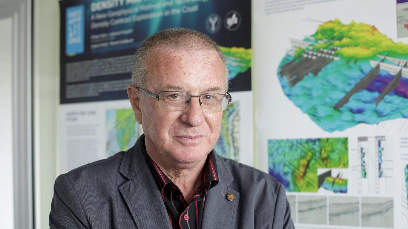 Profesor Vatrt již za objev konstanty W0 získal Českou hlavu.