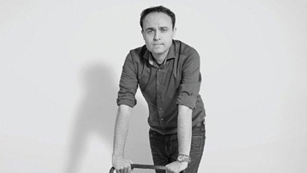 Daniel Přibyl byl dramaturgem Nové scény Národního divadla v Praze či naposledy uměleckým šéfem Městského divadla Kladno.