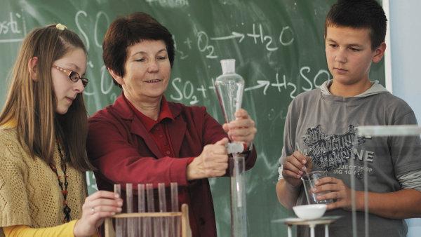 Včeských školách převažují učitelky– osm zdeseti vyučujících jsou ženy.