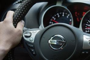 Dehydratovaní řidiči chybují stejně, jako by byli mírně opilí. Nissan vyvinul technologii, která připomene doplnit tekutiny