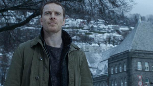 Sněhulák vhlavní roli sMichaelem Fassbenderem je vůbec první zfilmovanou knihou zcelé série, kterou Jo Nesbo napsal odetektivovi Harrym Holeovi.