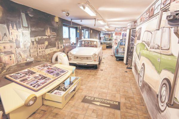 V knize 500 Hidden Secrets of Prague najdete například košířské Trabant Muzeum.