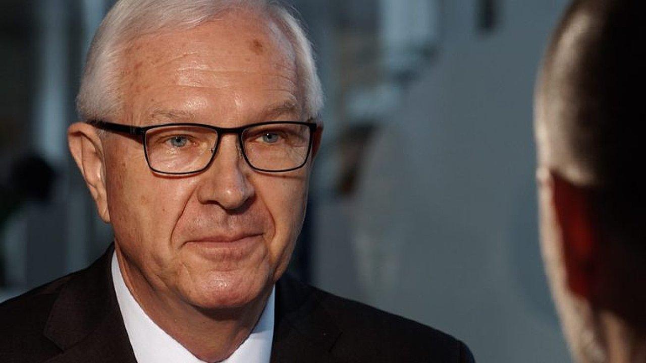 Zeman pohrdá voliči i ostatními kandidáty, Ovčáček hraje roli, která mu nepřísluší, říká Drahoš.