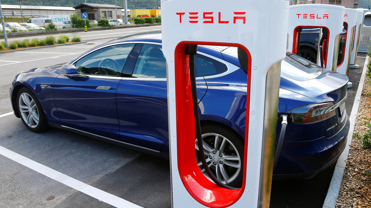 Technologická společnost Tesla připravuje vlastní továrnu na baterie pro své elektromobily.