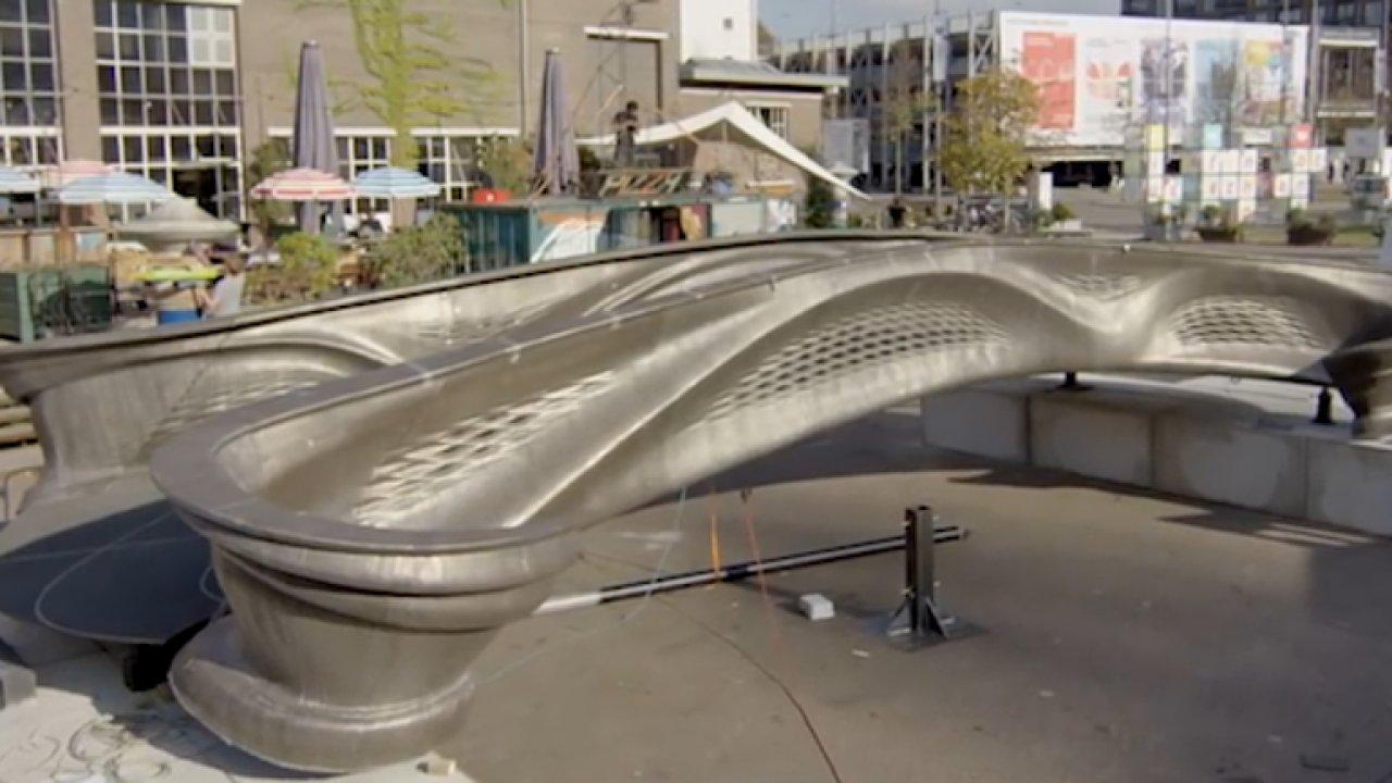 V Nizozemsku postavili první chytrý most pomocí 3D tiskárny