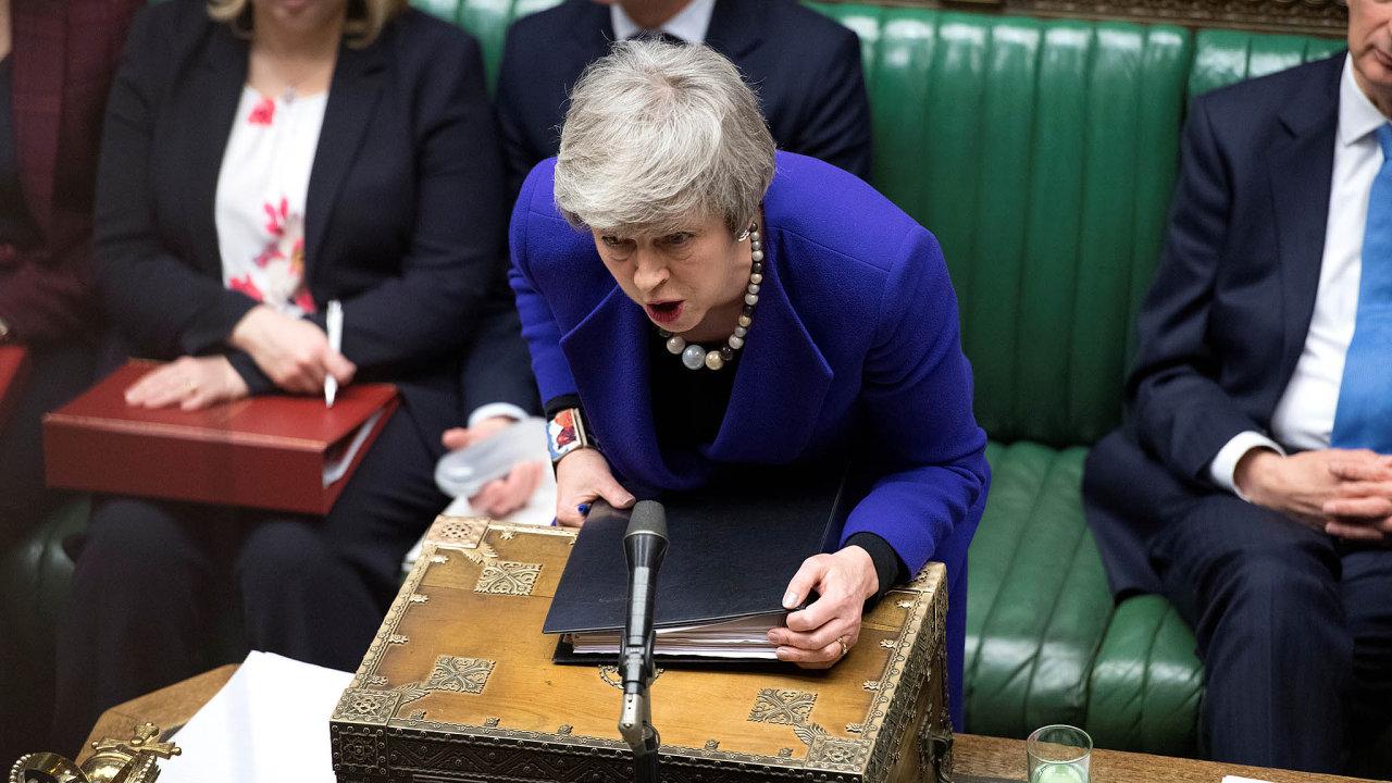 Britská premiérka Theresa Mayová v parlamentu.