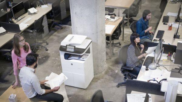 Moderní inkousty nahrazují klasické chodbové tiskárny.