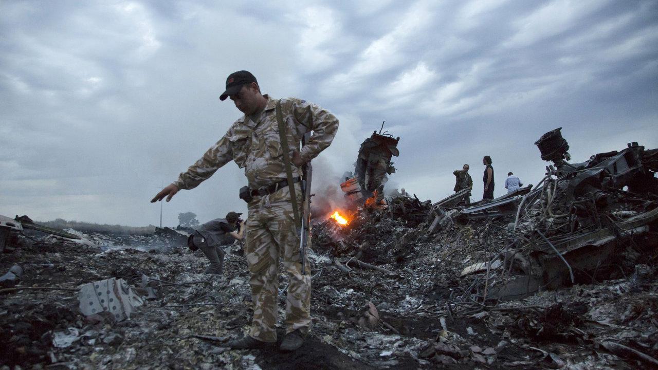 Bellingcat informoval o 12 osobách odpovědných za zkázu letu MH17.