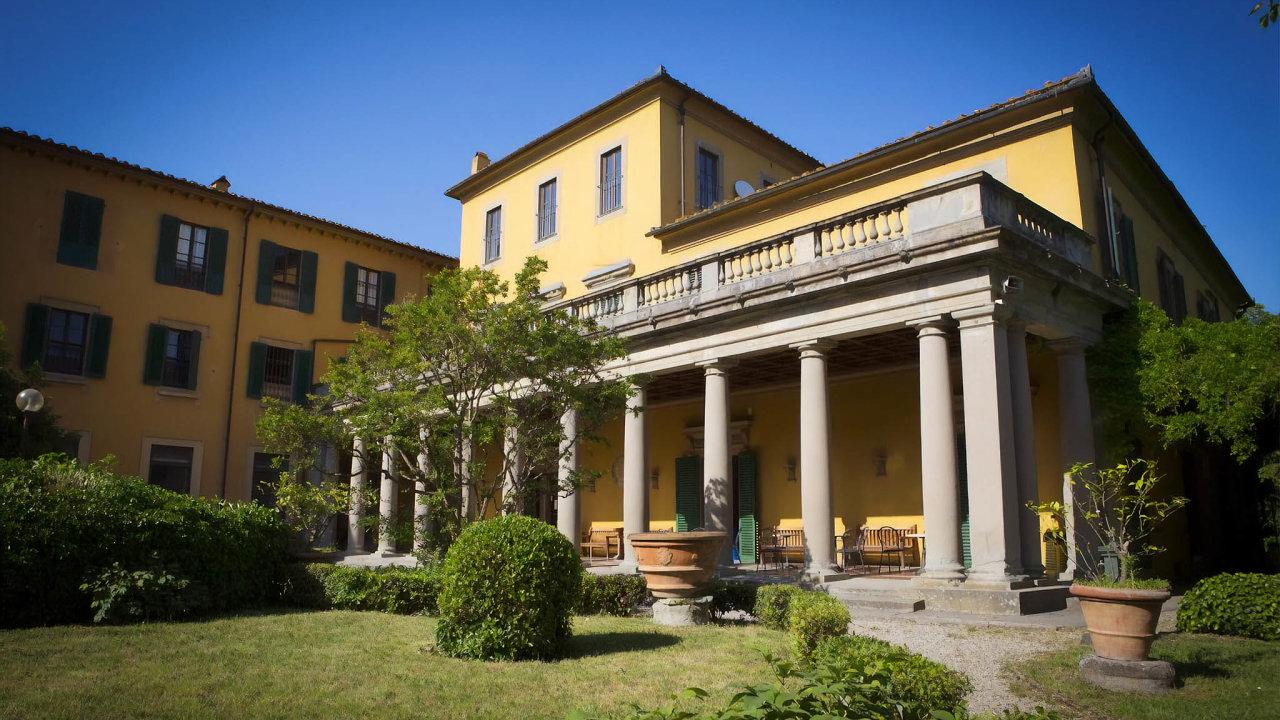 Výprodej. Italská vláda nabízí kvůli oddlužení kprodeji ipalác Villa Camerata veFlorencii.