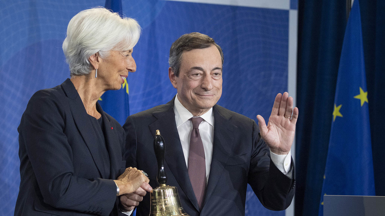 Mario Draghi předal vedení ECB Christine Lagardeové.