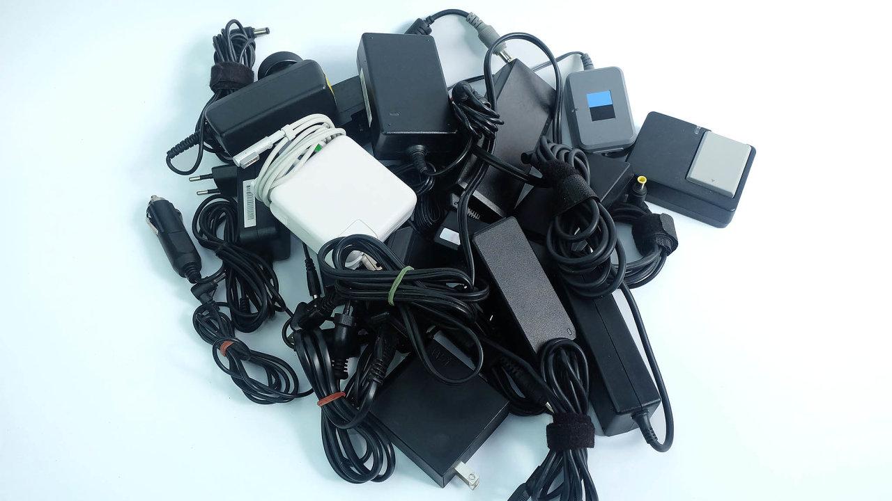 Díky zavedení spínaných napájecích zdrojů se nám nabíječky natelefony vejdou dokapsy azdroje notebooků nebývají omoc větší než pouzdro nabrýle.