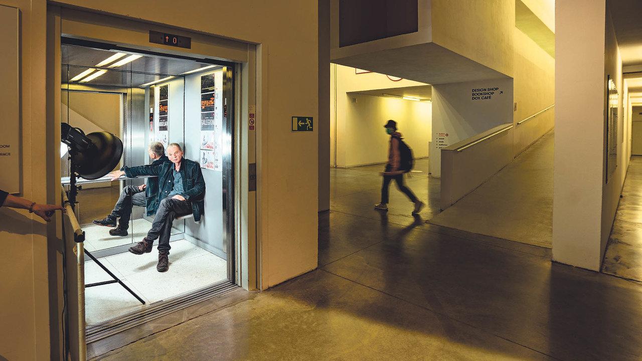 Ve svém. Holešovická galerie Dox přináší Leoši Válkovi uspokojení i obtíže.