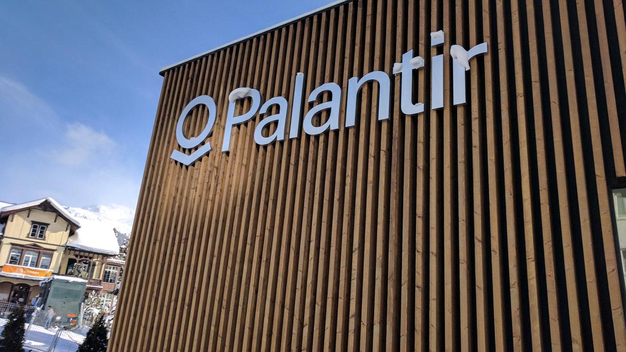 Palantir vznikl v roce 2003 a proslavil se tím, že pomohl profilovat teroristy z 11. září 2001, byť pak musel čelit výčitkám aktivistů za lidská práva.