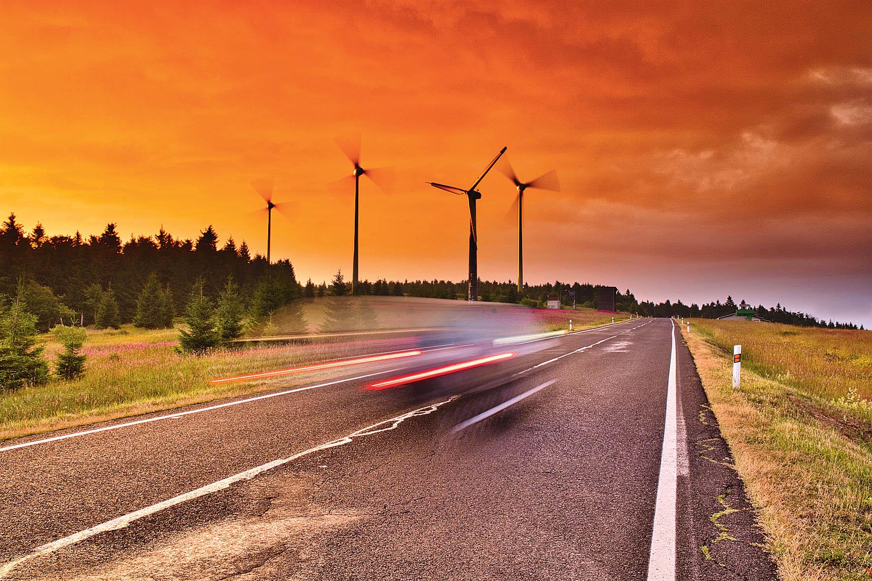 Obnovitelné zdroje energie pocítí pokles investic nejméně.