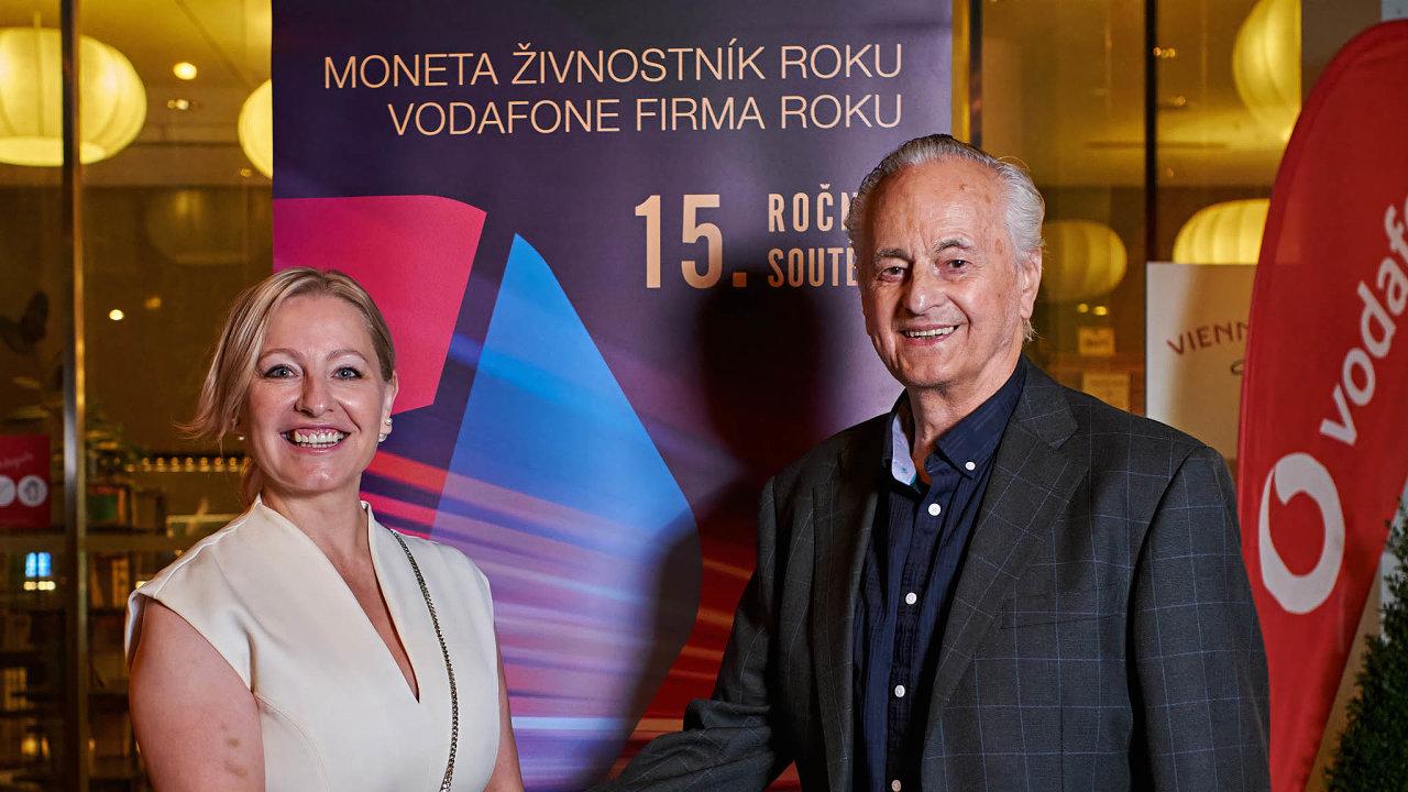 Vítězové: Jana Chladová (Kolorky.cz) aJiří Rumler, jenž se zabývá výrobou pecí.