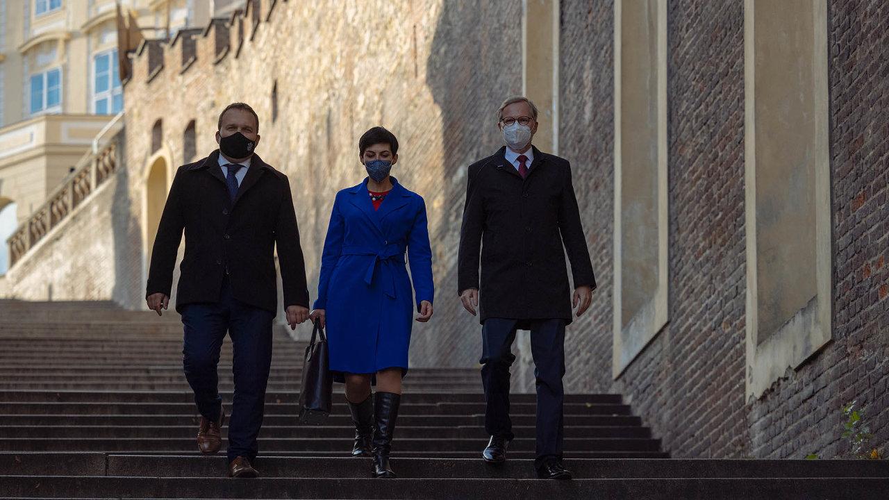 Zatím zástupci ODS, KDU-ČSL aTOP 09 podepsali memorandum ospolupráci, nakteré má následně navázat koaliční smlouva adohoda opodobě programu akandidátek.