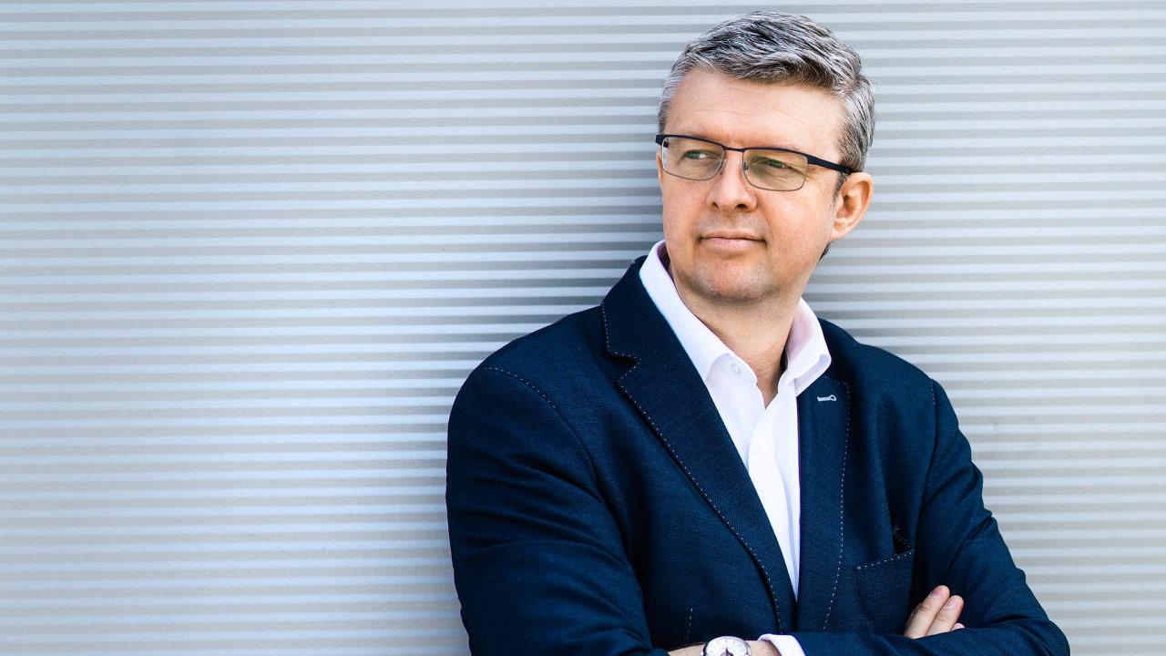 Vicepremiér, ministr průmyslu a obchodu a zároveň ministr dopravy Karel Havlíček (za ANO)