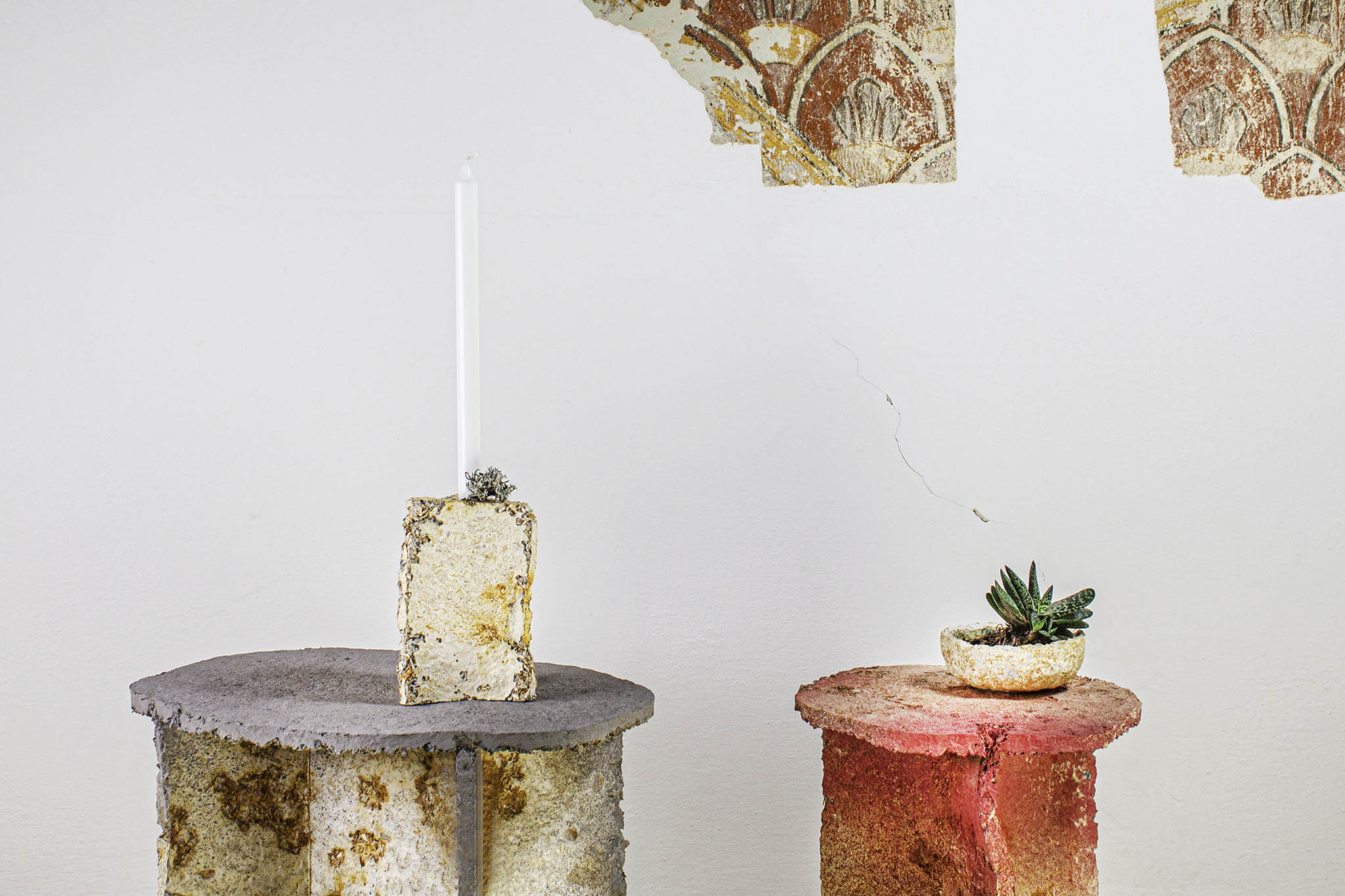 Menstruační kalíšek Anny Marešové, svítidla odHerrmann & Coufal nebo interiérové doplňky zpodhoubí Myceelium odLLEV (nafotce).