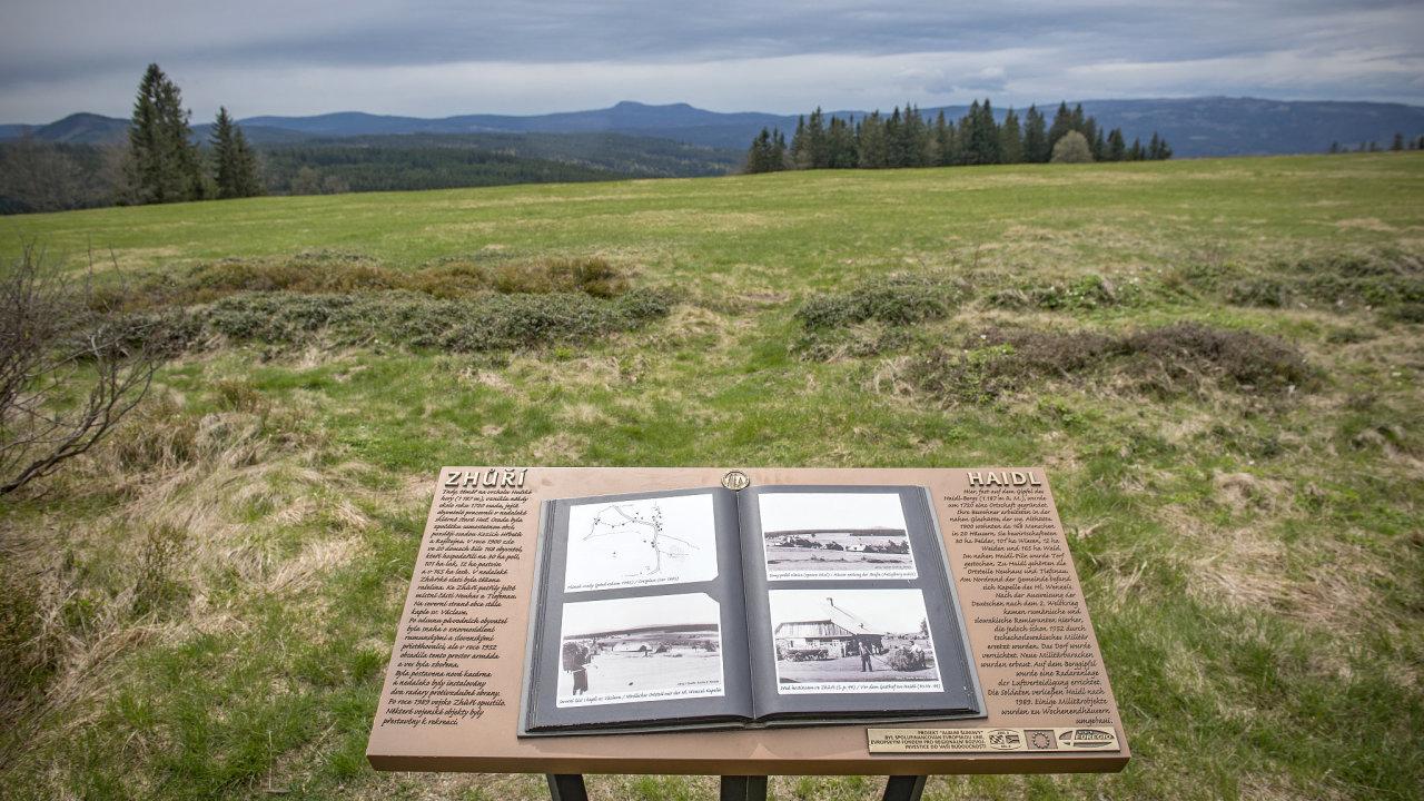 Šumavská krajina kolem Zhůří u Rejštejna. Původně tu stála vesnice Haidl, obydlená českými Němci, po jejich odsunu místo využívala armáda, teď místo patří mezi cenná přírodní území.