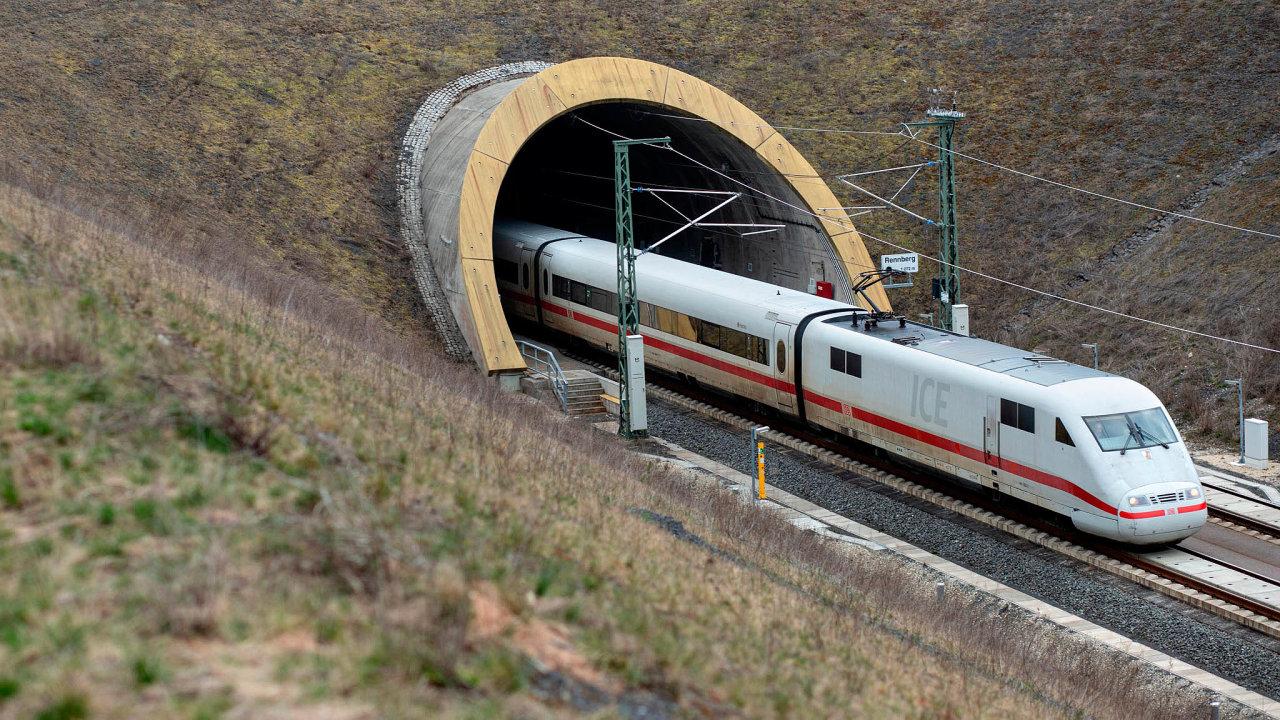 Německo už své tratě zrychlilo: Německé rychlovlaky ICE (naobrázku) se tuzemsku zatím vyhýbají. Nejmodernější soupravy vyráběné společností Siemens jezdí až 330 kilometrů vhodině.
