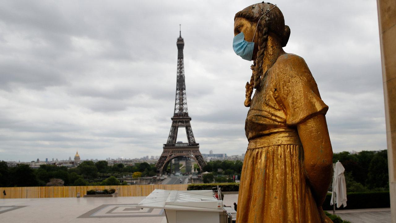 Cizinci, kteří ve Francii přispěli kezvládnutí pandemie, dostali výjimku a o občanství mohli požádat už podvou letech pobytu v zemi. Standard je jinak pět let.