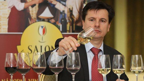 Šéf degustátorské komise Salonu vín Josef Balík