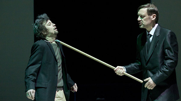 Národní divadlo uvádí hru o krizi. Na snímku Jan Dolanský a David Matásek
