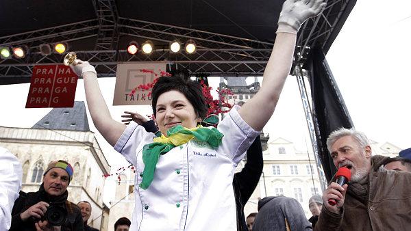 Eliška Marková z Ambiente Brasileiro, aktuální mistryně ČR v otevírání ústřic.