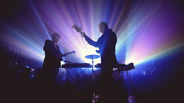 The xx zahraj� v Praze podruh�. Na sn�mku z leto�n�ho koncertu v New Yorku.
