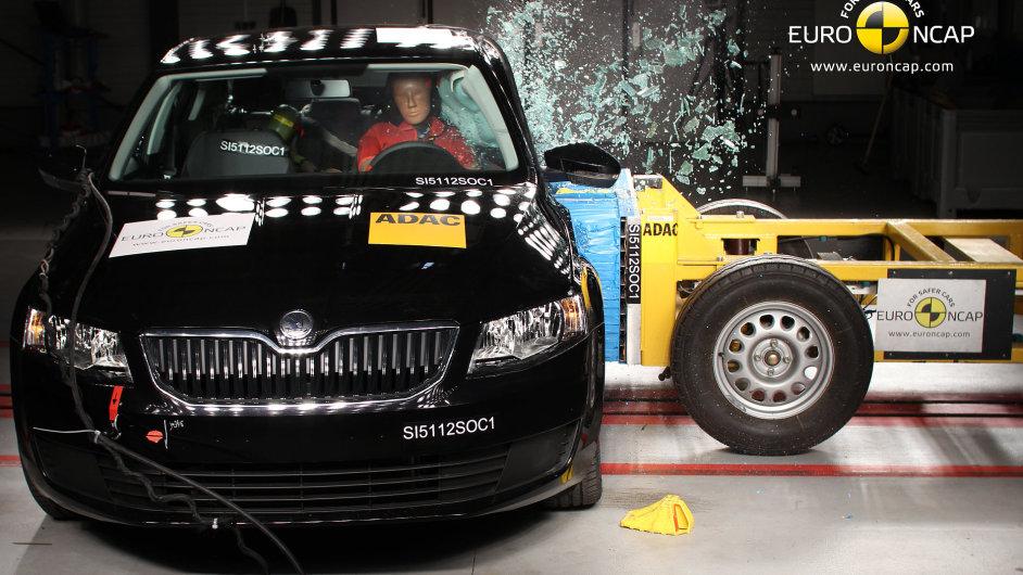 Simulace nárazu auta do boku nové Octavie