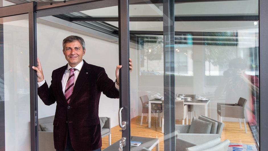 Majitel společnosti Alukov Jan Zitko v pražském showroomu firmy.