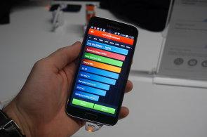 První dojmy z Samsung Galaxy S5: Místo zklamání je tu povedený telefon, ale ne jasný vítěz