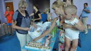 Distribuce l�k� a potravin ukrajinsk�m uprchl�k�m