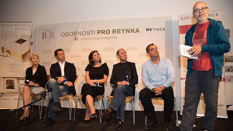 Snímek ze křtu knihy Petrkovu s láskou, vpravo editor Aleš Palán.