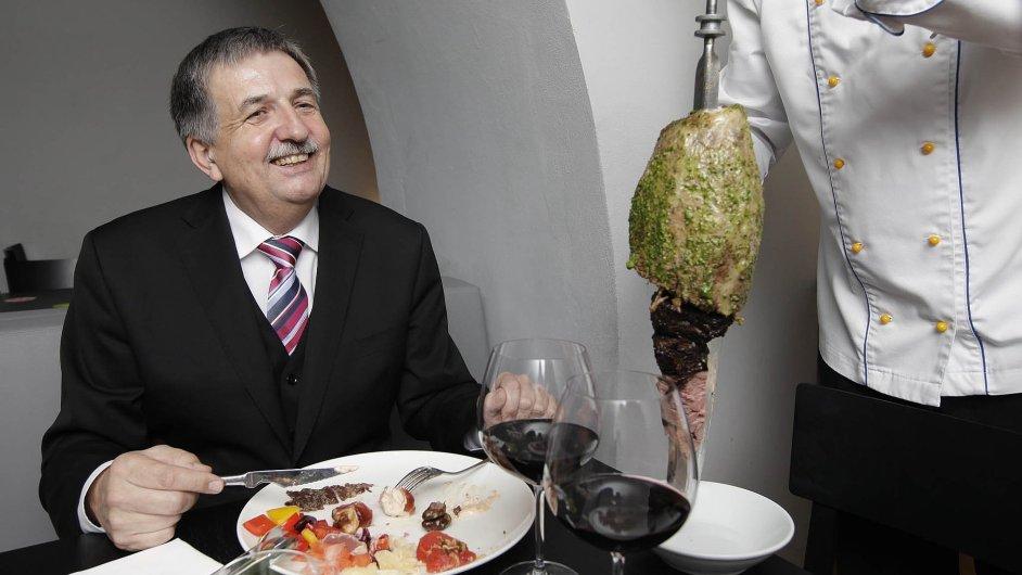 Předseda Českomoravské komoditní burzy Kladno Pavel Štorkán má rád pražskou restauraci Ambiente Brasileiro.