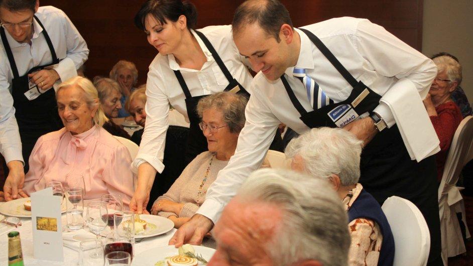 Netradiční večeře pro 50 seniorů v pražském hotelu Hilton