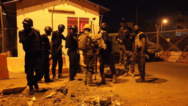 Ozbrojenci za�to�ili na hotel v hlavn�m m�st� Mali Bamaku.