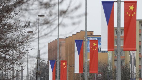 Vlajky z ulic zmizely.