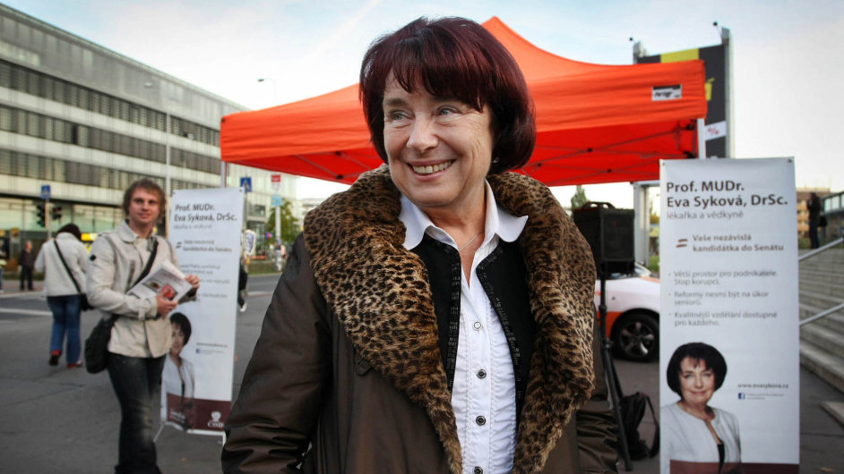 Syková odstoupila:Vědkyně asenátorka Eva Syková (zaČSSD) rezignovala nafunkci místopředsedkyně vládní Rady pro výzkum, vývoj ainovace.