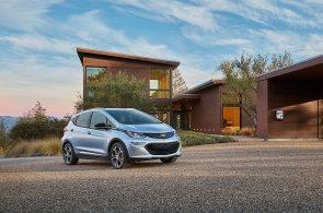 Závody v samořídících systémech pokračují. Společnost GM se pochlubila sériově vyráběným autonomním vozem