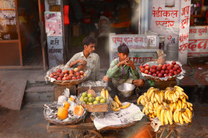 Indick� ulice je velk� kuchyn� i j�delna. Najdete tu nejbohat�� street food v cel� Asii