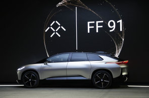 Faraday Future představil v Las Vegas elektromobil pro sériovou výrobu, bude konkurovat Tesle