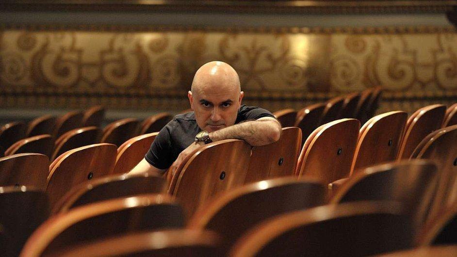 Tvorbu režiséra Calixta Bieita mohli díky jeho inscenaci Janáčkovy opery Z mrtvého domu vloni poznat také návštěvníci festivalu Janáček Brno. Představení bylo určené jen divákům starším 18 let.
