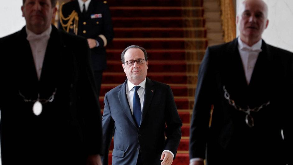 Francouzský prezident Francois Hollande se loučí. Naštěstí.